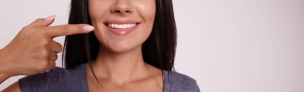 A lady with straight teeth posing for a smile.
